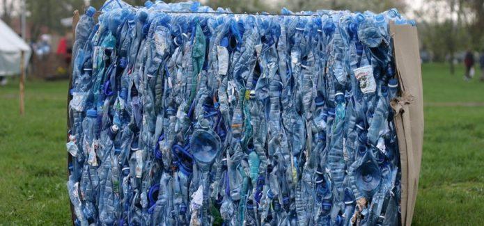 śmieci butelki plastik