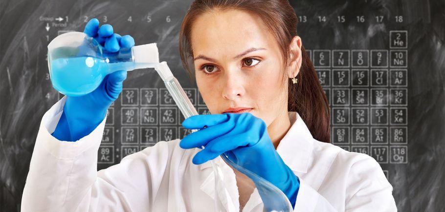 mlody chemik